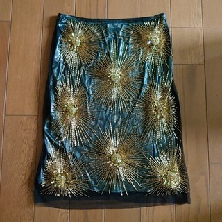 ヴィヴィアンタム(VIVIENNE TAM)のヴィヴィアンタム ゴールド モチーフ スカート キラキラ(ひざ丈スカート)