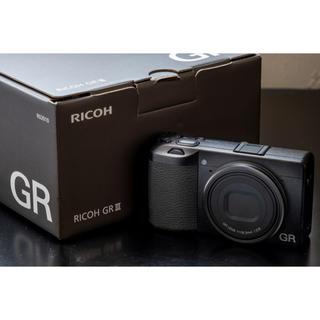 リコー(RICOH)の(美品+おまけ) RICOH GR3 (コンパクトデジタルカメラ)