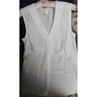 エイチアンドエム(H&M)の未使用 H&M summerVネックノースリーブスブラウス 38サイズ(シャツ/ブラウス(半袖/袖なし))