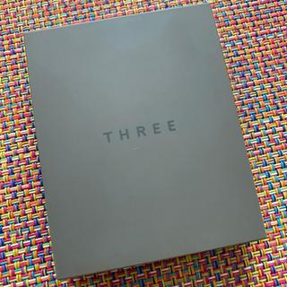THREE - THREE シマリング グロー デュオ