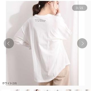ヴィス(ViS)のネックラインロゴプリントTシャツ ホワイト 白(Tシャツ(長袖/七分))