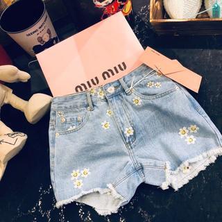 miumiu - ◉ ミュウミュウ◉デニム ショートパンツ 花刺繍付き