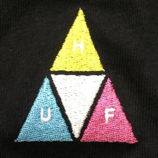 ハフ(HUF)のHUF ハフ PRISM 刺繍 ポケット Tシャツ ブラック Mサイズ 新品(Tシャツ/カットソー(半袖/袖なし))