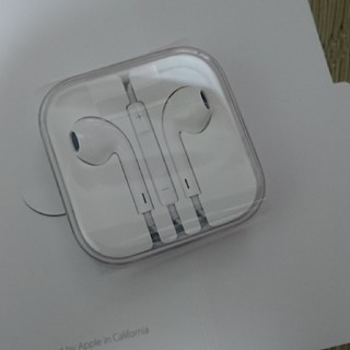 アイフォーン(iPhone)のiPhone  イヤフォン(ヘッドフォン/イヤフォン)