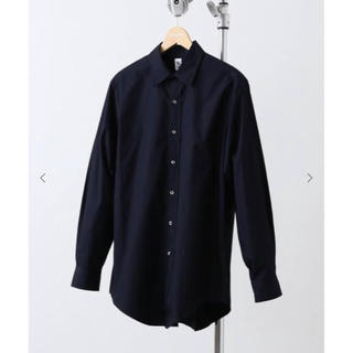 コモリ(COMOLI)のLE ボタンダウンシャツ ワイドショート ブラック(シャツ)