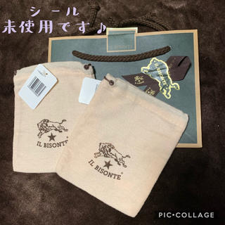 イルビゾンテ(IL BISONTE)の超美品 イルビゾンテ 布製 収納袋 金具付×2 リボン付 プレゼントラッピング(ショップ袋)
