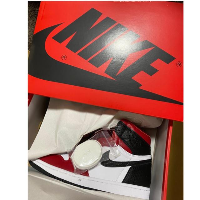NIKE(ナイキ)のNIKE WMNS AIR JORDAN 1 HIGH OG SATIN RED レディースの靴/シューズ(スニーカー)の商品写真