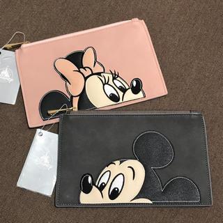 ディズニー(Disney)の<新品>レトロミッキー&ミニー フラットポーチ2個セット ディズニーストア(ポーチ)