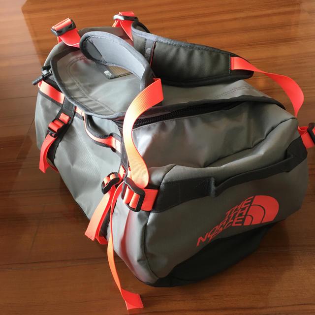 THE NORTH FACE(ザノースフェイス)のTHE NORTH FACE ダッフルリュック 50L グレー×ピンク メンズのバッグ(バッグパック/リュック)の商品写真