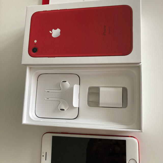 iPhone(アイフォーン)のiPhone7  128GB SIMフリー RED本体 スマホ/家電/カメラのスマートフォン/携帯電話(スマートフォン本体)の商品写真