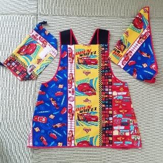 ディズニー(Disney)の★カーズ★ バッククロスエプロン、三角巾、巾着袋 給食セット(ファッション雑貨)