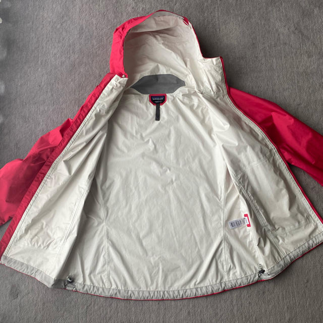 patagonia(パタゴニア)のパタゴニア マウンテンパーカー ピンク レディースのジャケット/アウター(ナイロンジャケット)の商品写真