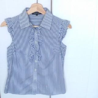 QUEENS COURT - ノースリーブシャツ 水色ストライプ 胸元と袖フリル