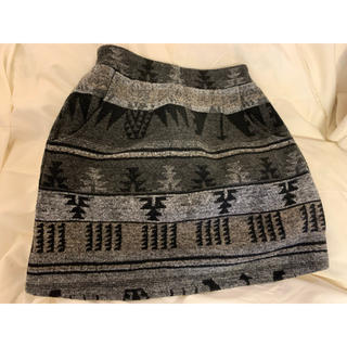 ジエンポリアム(THE EMPORIUM)のTHE EMPORIUM 幾何学模様スカート(ミニスカート)