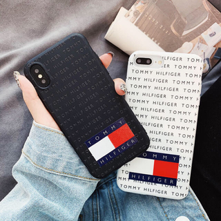 TOMMY HILFIGER - 人気のデザイン  トミーフィルフィガー  iPhoneケース 黒