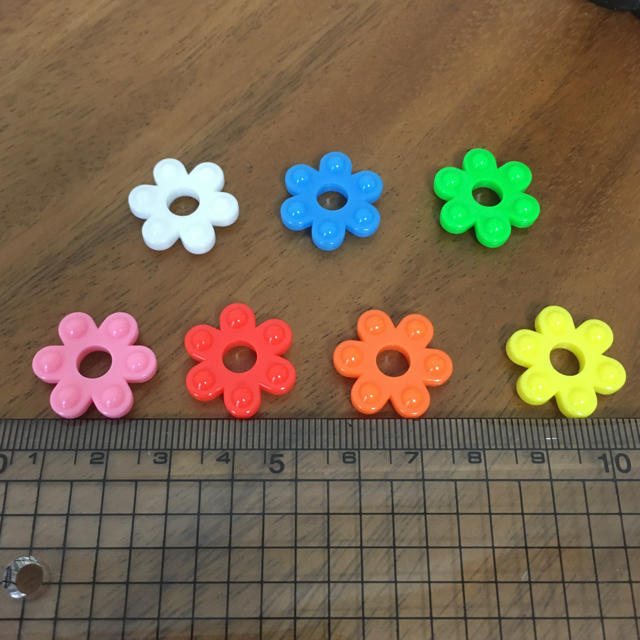 ⭐️花はじき 100個⭐️ キッズ/ベビー/マタニティのおもちゃ(知育玩具)の商品写真