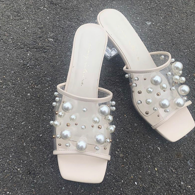 eimy istoire(エイミーイストワール)のeimyistoire パールスタッズサンダル レディースの靴/シューズ(サンダル)の商品写真