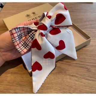 バーバリー(BURBERRY)の可愛いBurberry ハートデザイン スカーフ(バンダナ/スカーフ)