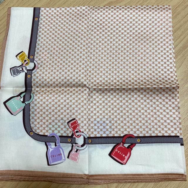 CELINE ハンカチーフ ベージュ キー柄 レディースのファッション小物(ハンカチ)の商品写真