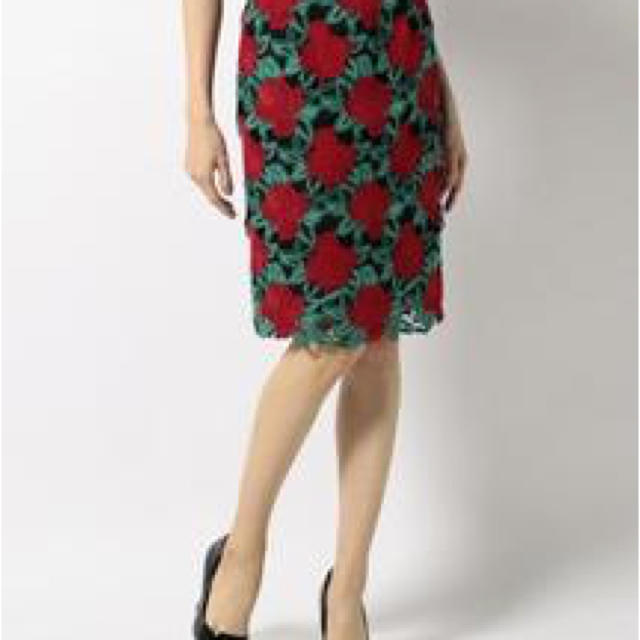 GRACE CONTINENTAL(グレースコンチネンタル)のMave様専用 グレースコンチネンタル マルチフラワーレーススカート レディースのスカート(ひざ丈スカート)の商品写真