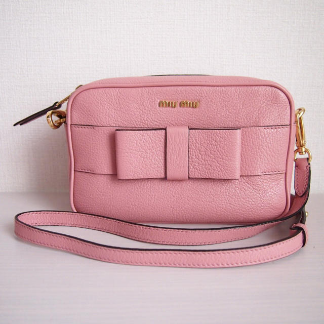 miumiu(ミュウミュウ)の【美品】miumiu ミュウミュウ リボン マドラス ピンク ショルダー バッグ レディースのバッグ(ショルダーバッグ)の商品写真