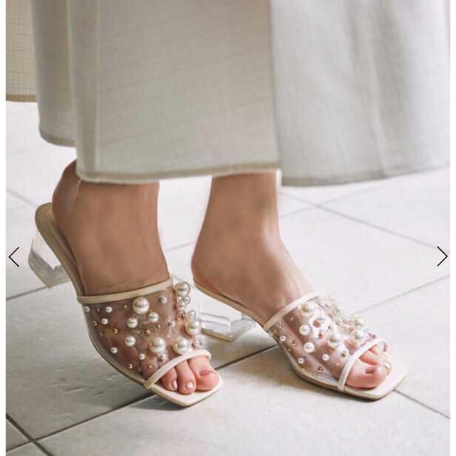 eimy istoire(エイミーイストワール)のeimy istoire パールスタッズPVCサンダル白M レディースの靴/シューズ(サンダル)の商品写真