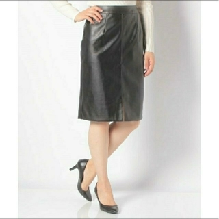 サリア(salire)のお値下げしました♥️(新品タグ付き)フェイクレザータイトスカート(ひざ丈スカート)