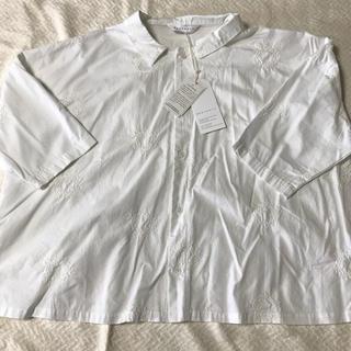ネストローブ(nest Robe)のHEAVENLY 刺繍シャツ(シャツ/ブラウス(半袖/袖なし))