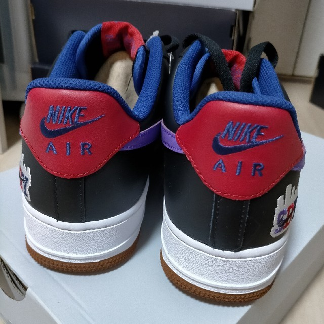NIKE(ナイキ)の新品未使用 27.5cm NIKE エアフォース1 07 黒 パープル 限定版 メンズの靴/シューズ(スニーカー)の商品写真