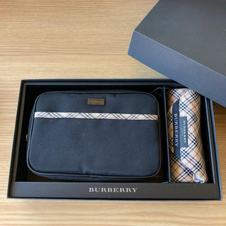 BURBERRY - Burberryバーバリー ポーチ&ハンカチ