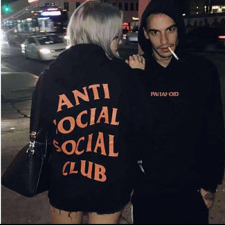 アンディフィーテッド(UNDEFEATED)のANTI SOCIAL SOCIAL CLUB Undefeated (パーカー)