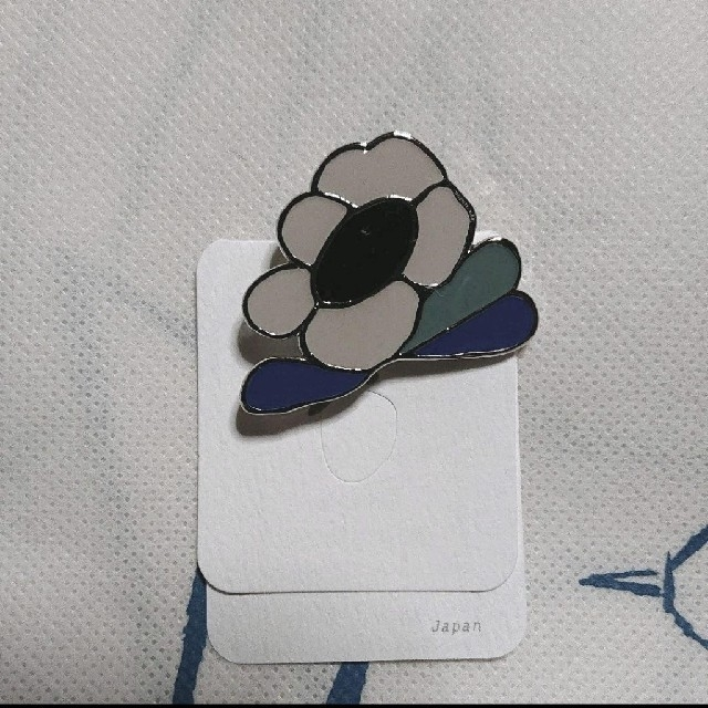 mina perhonen(ミナペルホネン)のミナペルホネン flower scope ブローチ レディースのアクセサリー(ブローチ/コサージュ)の商品写真