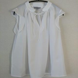 エイチアンドエム(H&M)のフリルブラウス(シャツ/ブラウス(半袖/袖なし))