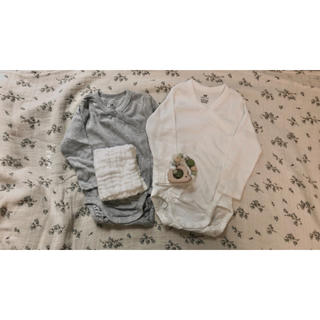 エイチアンドエム(H&M)の《4点セット》プレゼント 出産祝い 誕生日 ハーフバースデー ベビーギフト(ロンパース)