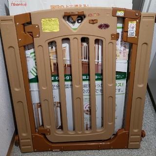 ニホンイクジ(日本育児)のベビ―ゲート スマートゲートプラス(ベビーフェンス/ゲート)