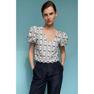 ザラ(ZARA)のZARA 新品 刺繍 クロップポプリンシャツ ブラウス(シャツ/ブラウス(半袖/袖なし))