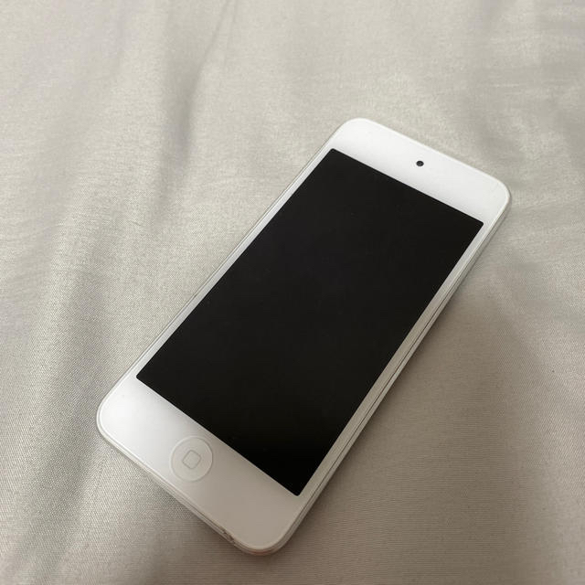 Apple(アップル)のiPod touch第七世代 silver 32GB  スマホ/家電/カメラのオーディオ機器(ポータブルプレーヤー)の商品写真