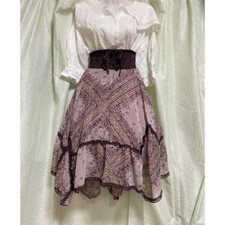 アクシーズファム(axes femme)のスカーフ柄 イレヘムスカート(ひざ丈スカート)