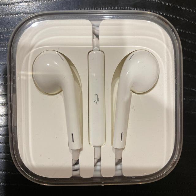 iPhone(アイフォーン)のiPhone 純正品 正規品 イヤホン 新品未使用 スマホ/家電/カメラのオーディオ機器(ヘッドフォン/イヤフォン)の商品写真