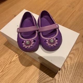 クロックス(crocs)のcrocs 紫 サンダル(サンダル)