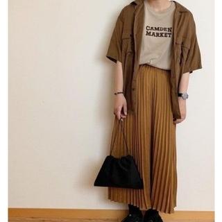 ジーユー(GU)のGU サテンプリーツスカート ロングスカート(ロングスカート)