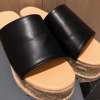 ウィゴー(WEGO)の【美品】WEGO 厚底サンダル 黒 (サンダル)