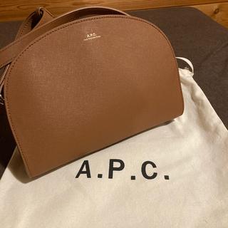 アーペーセー(A.P.C)のAPC ハーフムーンショルダーバッグ(ショルダーバッグ)