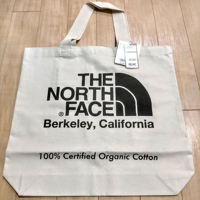 THE NORTH FACE(ザノースフェイス)の【エコバッグにも】THE NORTH FACEオーガニックコットントート 黒 レディースのバッグ(トートバッグ)の商品写真