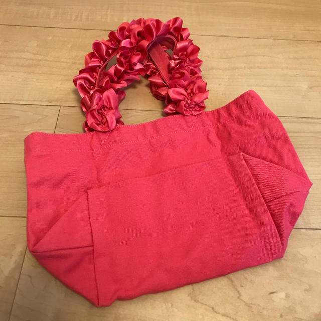Maison de FLEUR(メゾンドフルール)のフリルトートバッグSサイズ レディースのバッグ(トートバッグ)の商品写真