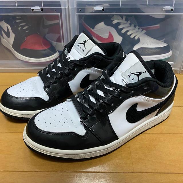 NIKE(ナイキ)のNIKE AIR JORDAN 1 LOW 白黒 メンズの靴/シューズ(スニーカー)の商品写真