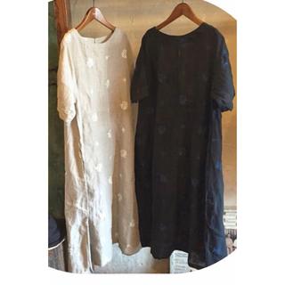 ネストローブ(nest Robe)のtutie リネンボタニカル刺繍ワンピース(ひざ丈ワンピース)