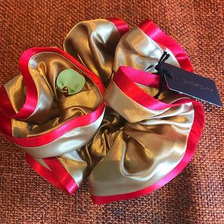 イランイラン(YLANG YLANG)の新品★イランイラン ドレスアップシュシュ ゴールド×レッド 送料込み(ヘアゴム/シュシュ)