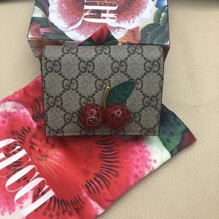 Gucci - GUCCI (グッチ)チェリー 二つ折り財布 レッド