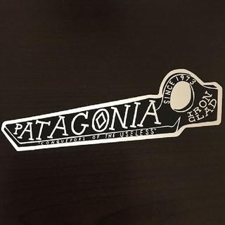 パタゴニア(patagonia)の(縦4cm横14.5cm)patagonia公式ステッカー(その他)